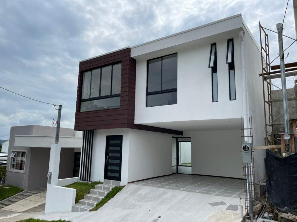 Se vende casa NUEVA en Brazil de Moras Santa Ana 185 mt2